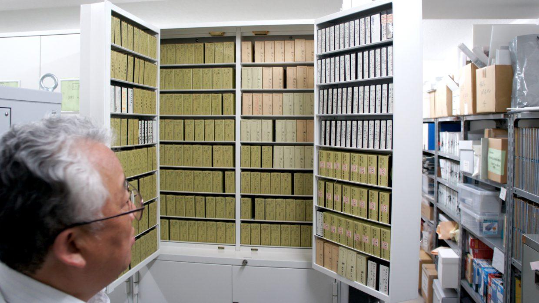 マイクロフィルムの保管場所には8000本が収納されている