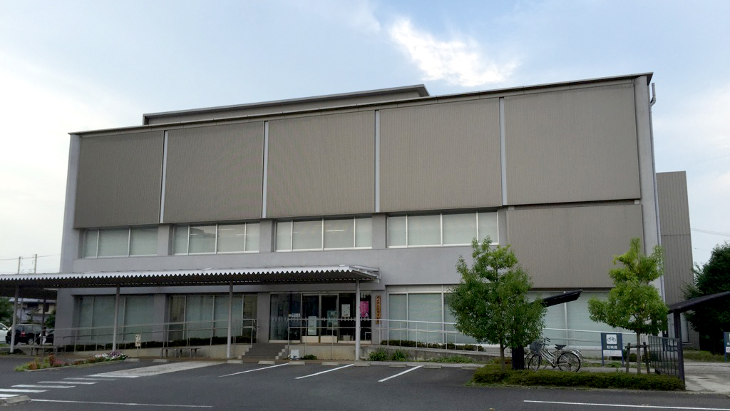 県立記録資料館の外観
